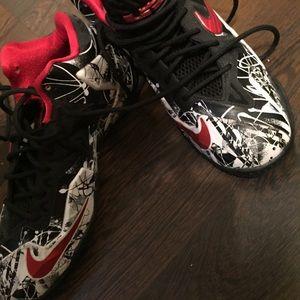 Size 5.5y black, white & red Nike